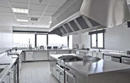 La extrema importancia de la limpieza en una cocina for Planos de una cocina industrial