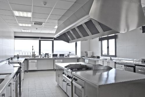 C mo elegir la mejor cocina industrial para tu restaurante for Planos de cocinas industriales