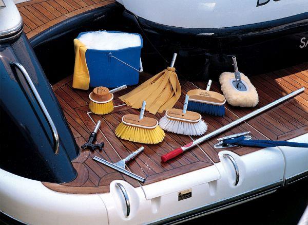limpieza-y-mantenimiento-de-barcos-a-la-vuelta-de-vacaciones